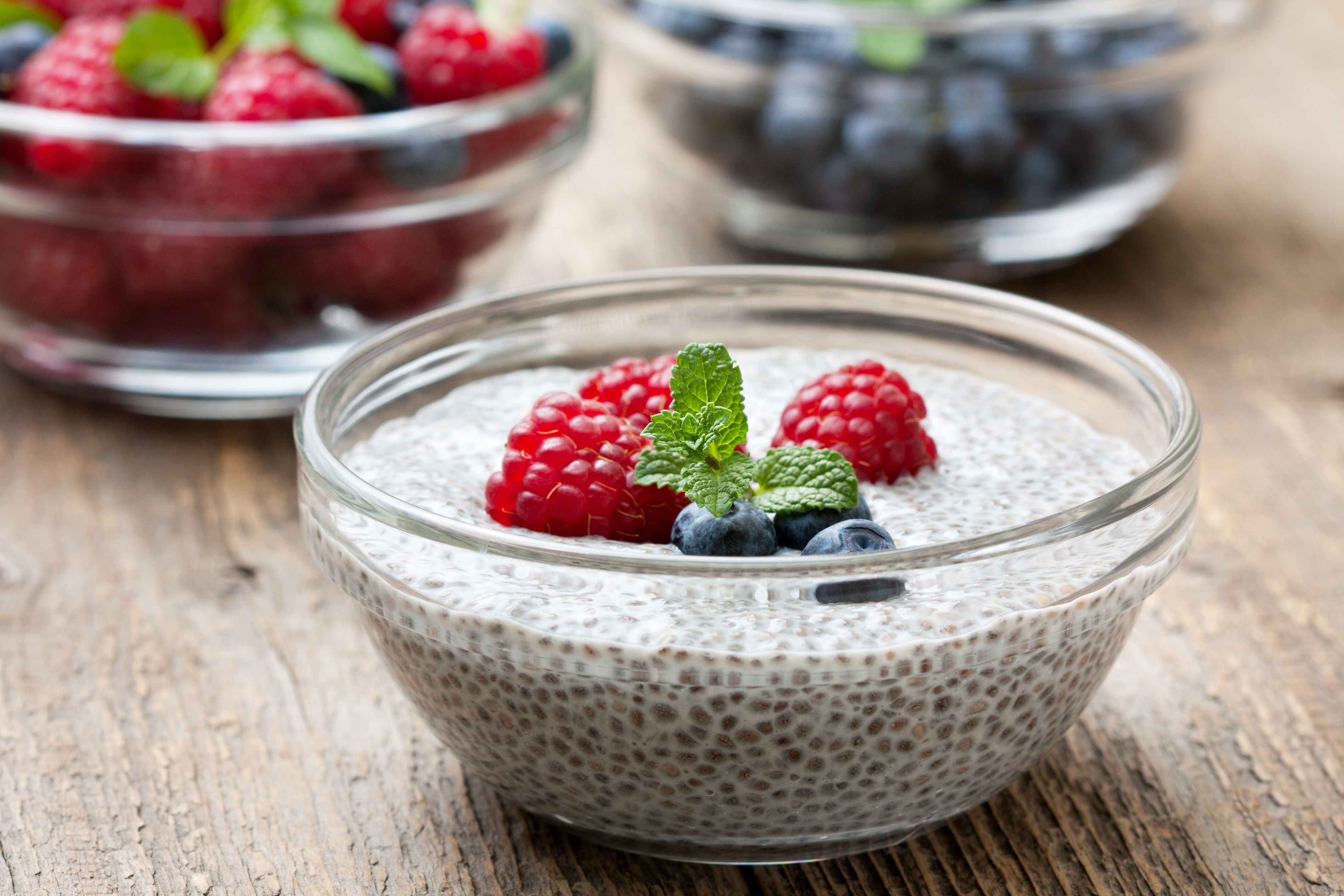 Red fruits chia pudding